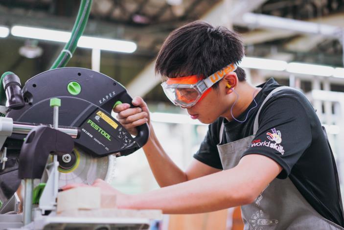 1071008勞動部勞動力發展署新聞稿(附照2)_107年10月5日第45屆國際技能競賽第2階段國手選拔賽木工職類競賽現場。