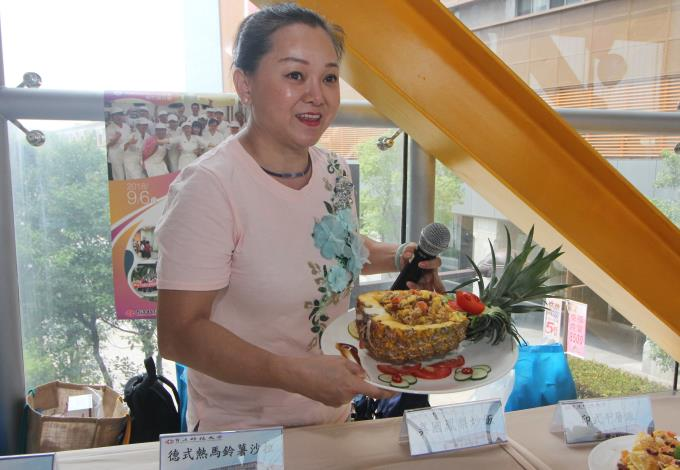 1071129勞動部勞動力發展署新聞稿(附照1)_新住民陳小姐參加勞動部勞動力發展署職訓課程「創意異國料理美食料理製作班」,訓後成功自行創業,提供具創意特色之美食料理。