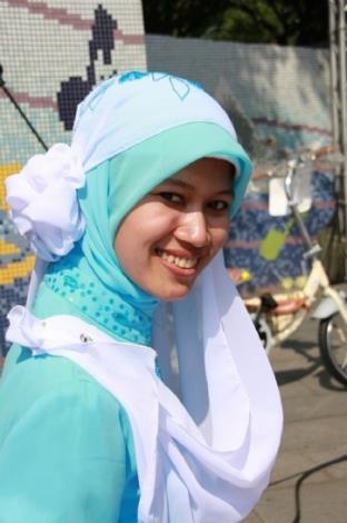 1080506勞動部勞動力發展署新聞稿(附照1)_印尼籍移工穿著傳統服飾參加禮拜。