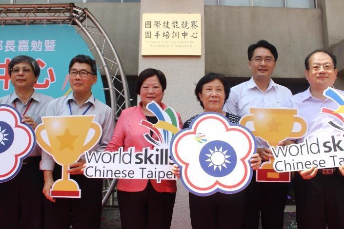 勞動部林部長美珠特地南下為全臺唯一的「國際技能競賽國手培訓中心(National Training Center for WorldSkills Competition)」進行揭牌。