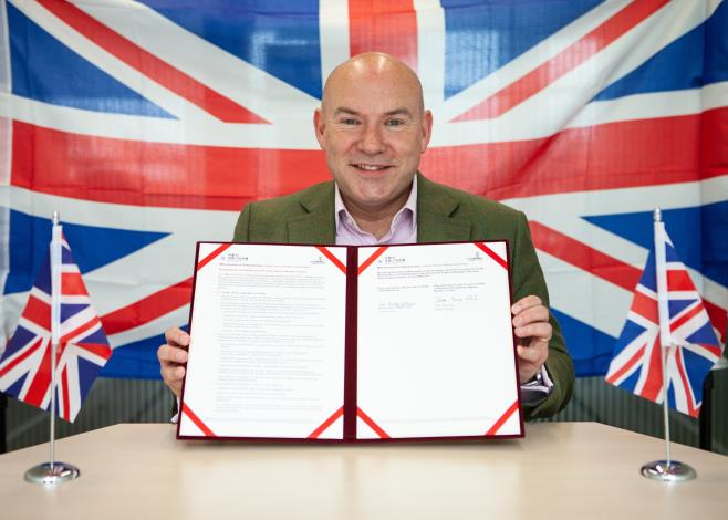 CEO of WorldSkills UK Neil Bentley-Gockmann demonstrates the MOU signed with WDA