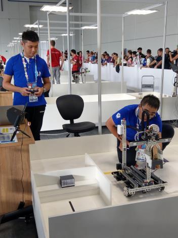 Excellence-23-Mobile Robotics-黃柏笙 何嘉翔