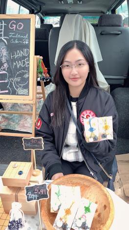 阮玟蒨參加紐西蘭圍棋市集販售圍棋作品