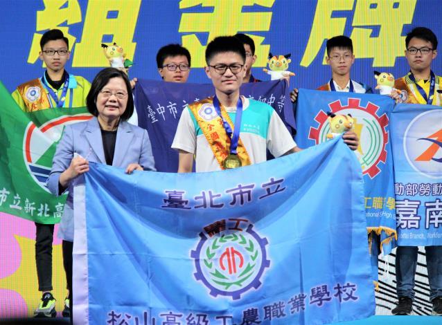 簡廷安獲得工業控制職類金牌