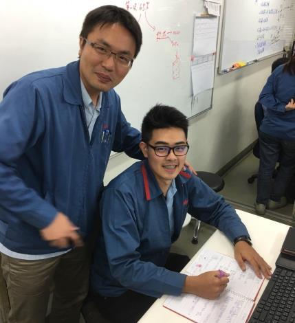 威儒在職場導師指導下快速累積實務經驗,工作表現優異