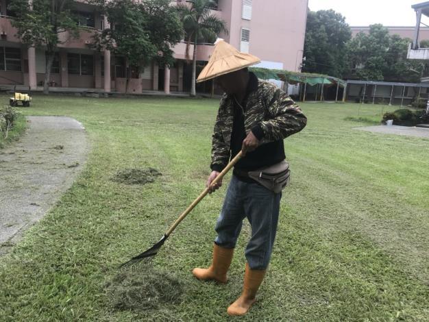 20180907文哥清掃校園 工作投入