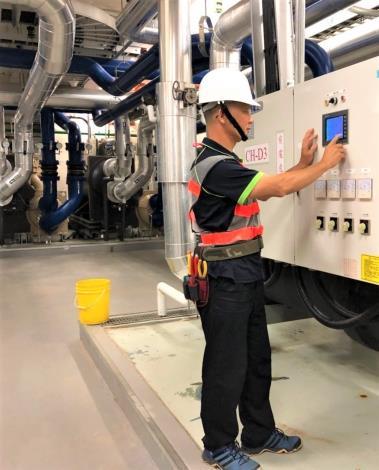 幸煌在海科館工作狀況--檢視冰水主機運轉壓力及溫度