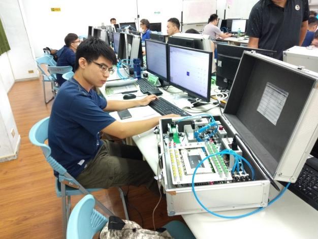 PLC自動化可程式控制設計訓練在職勞工進修實況