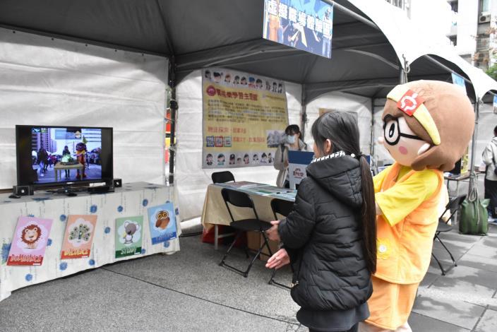 虛擬職場體驗活動,透過模擬職場互動,讓年輕朋友及早了解職業內容。.JPG