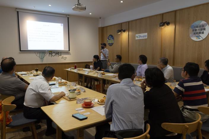 中興大學智慧電動車及綠能中心賴慶明副教授簡報分享
