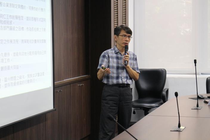 朝陽科技大學推廣部張哲魁主任分享職能推動經驗.JPG