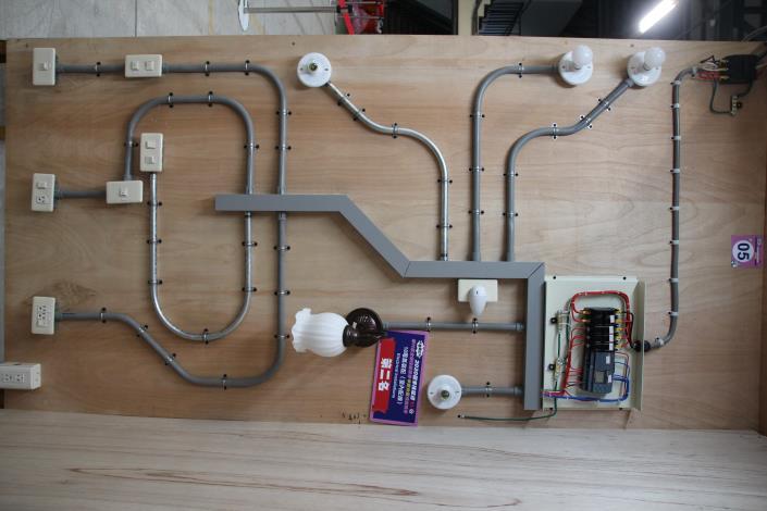18-電氣裝配(室內配線)-第二名
