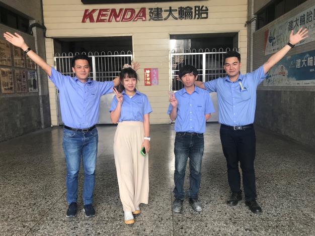 112左起為大昱、小君、阿毅、小政,在建大任職快樂而又自信