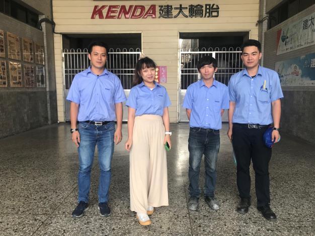 113左起為大昱、小君、阿毅、小政,在建大任職行政部門及研發部門