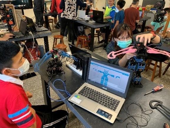 人形機器人課堂操作2
