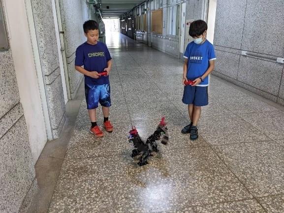 人形機器人操控演練