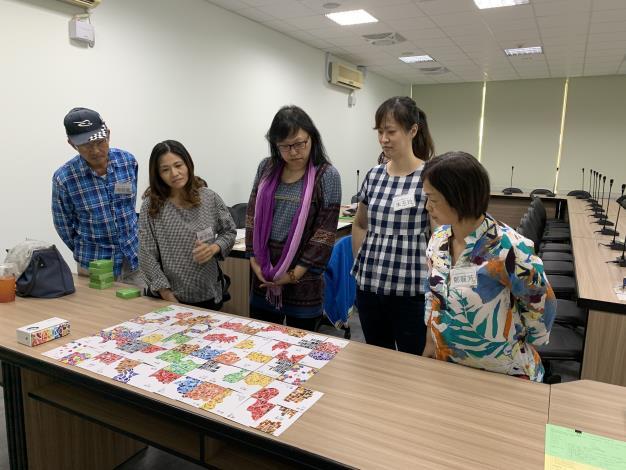 阿芳姐成長團體課程中牌卡體驗