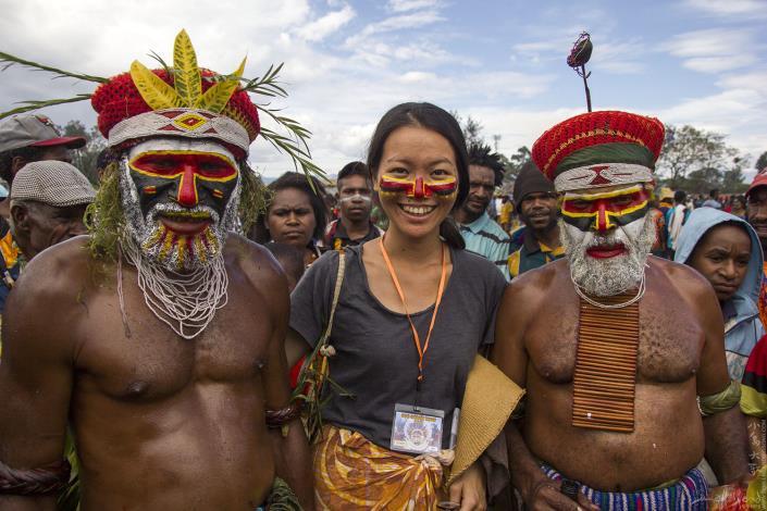 小島大歌在巴布亞新幾內亞一年一度的Goroka Show,入境隨俗