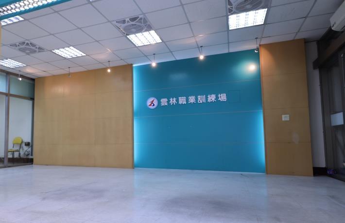 勞動部雲嘉南分署轄下的雲林訓練場重新整頓,首開「室內空間漆作班」,預計招收16人次,學費由勞動部補助近7成!