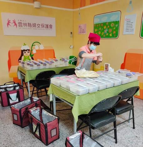 雲林縣婦女保護會將多元就業方案執行盈餘轉投入愛心待用餐,至今已提供逾8萬份