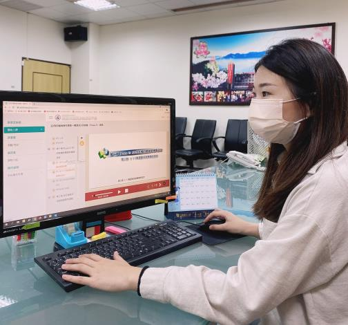 自行參訓的勞工可運用勞動力發展數位服務平台,在家觀看線上課程。