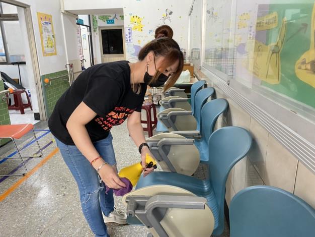 曹淑梅透過申請安心即時上工計畫,讓她在大內衛生所從事防疫及清潔工作,以維持家計。