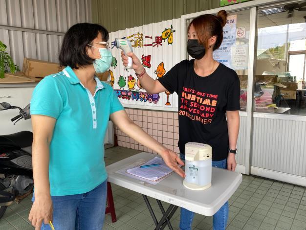 曹淑梅在大內衛生所從事防疫及清潔工作,表現受肯定。