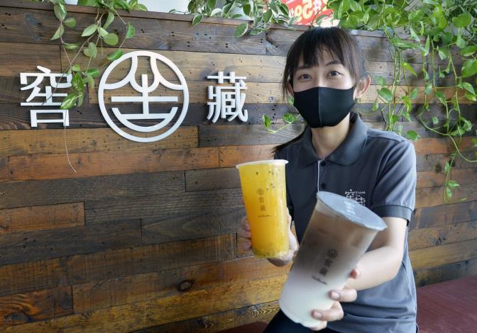 75年次的李立安創業開茶飲店,一圓創業夢。.JPG