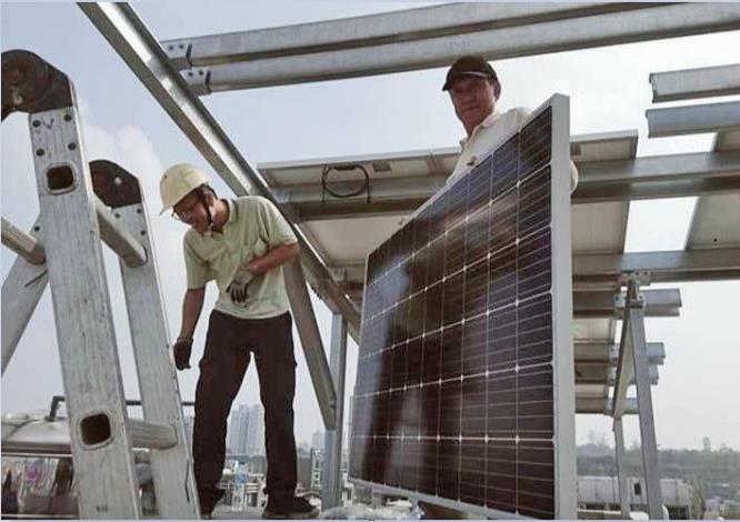 蔡德安發現自己僅具有現場太陽能設備裝修的技術,缺乏太陽能設備繪圖技能,因此參加「太陽能光電之3D繪圖實務應用班」,以補強自己的電腦繪圖能力。.JPG