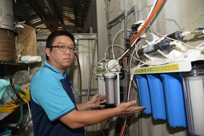 王玉林結訓後學以致用將太陽能板與水質自動監控設備結合,運用在飲品店內。.JPG