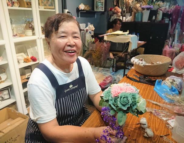 梁敏表示會持續學習,創造出更多美麗的花藝作品.JPG