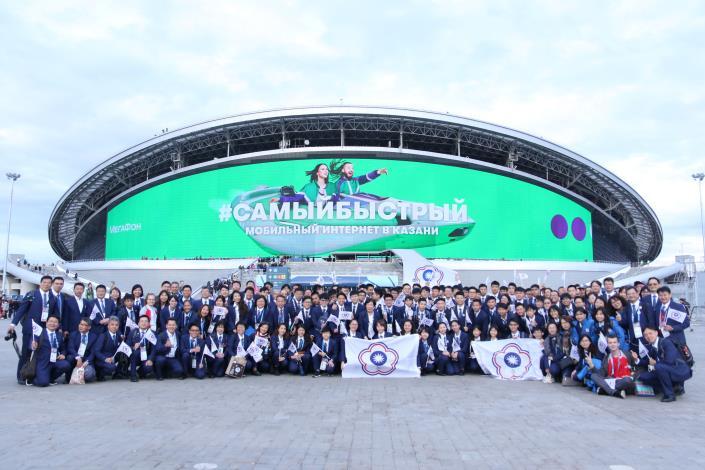 第45屆國際技能競賽-我國代表團於俄羅斯喀山Kazan Arena合影